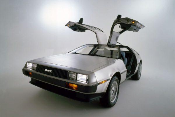 DeLorean DMC-12 rinnovata: stesse forme, ma tecnologia moderna e più potenza