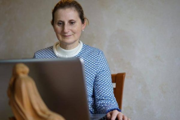 Didattica a distanza, la prof che passa dalle lettere alla tecnologia per aiutare gli studenti più fragili