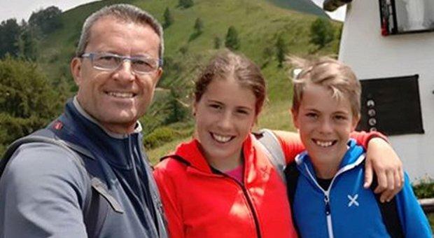 Bimbi uccisi, il padre ha gettato i loro telefonini: non voleva lasciare alla moglie neppure le foto