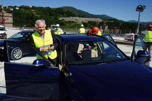 Ponte di Genova, la prima auto lo attraversa: a bordo Pietro Salini