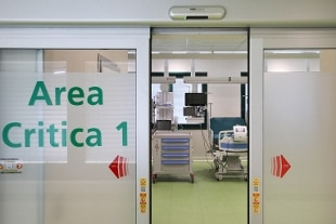 Coronavirus, cala la curva epidemica, ma aumentano i decessi: 138 casi, 574 guariti e 30 morti
