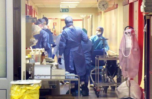 Coronavirus in Toscana: cinque nuovi casi, muore un uomo di 71 anni