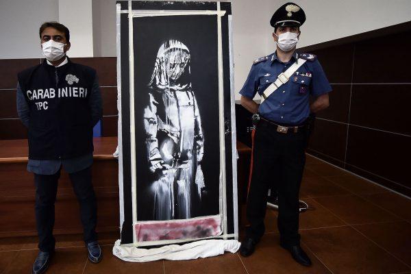 L'opera di Banksy rubata al Bataclan sarà esposta a Palazzo Farnese a Roma