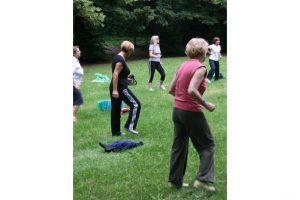 Palestra all'aria aperta, ginnastica e sport per tutte le età nei parchi pubblici