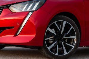 Peugeot 208, una nuova strada nel settore delle auto compatte