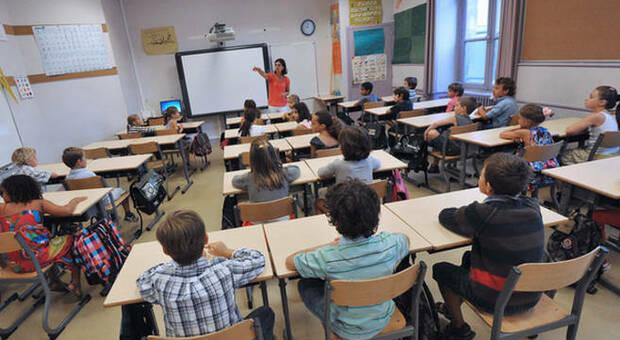 Scuola, se lockdown lezioni garantite online: da 10 a 15 ore per elementari e medie, a 20 per le superiori