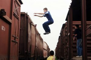 Trento, giovane muore facendo parkour sul tetto di un treno in Valsugana
