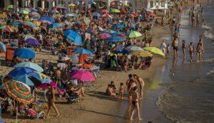 Roma, otto giovani positivi al Covid al rientro da una settimana di vacanza a Malta: attivato il tracciamento…