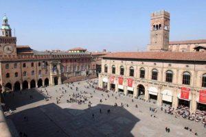Covid, a Bologna scatta l'obbligo di mascherina nel week-end in centro