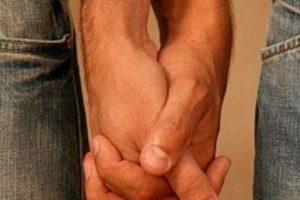 Due giovani aggrediti a Padova per un bacio gay, ferito un amico che li difende