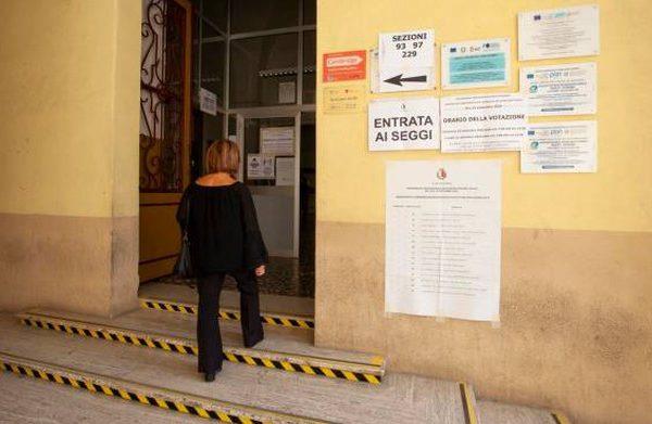 Elezioni regionali, le regole anti-covid al seggio: cosa fare al momento del voto