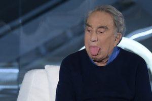 Emilio Fede può uscire di casa: affidamento in prova ai servizi sociali all'ex direttore di 89 anni