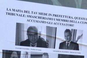 Il presidente del Piemonte Cirio come Aldo Moro ostaggio delle Br: manifesti minatori a Torino