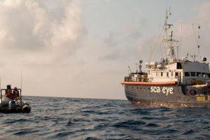 Migranti, la Francia: l'Italia faccia sbarcare Alan Kurdi