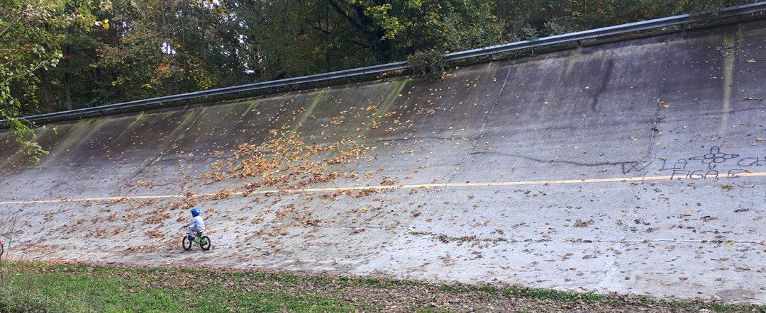 Attività individuale sulla storica Parabolica dell'Autodromo di Monza (foto BG/Sport&Impianti).