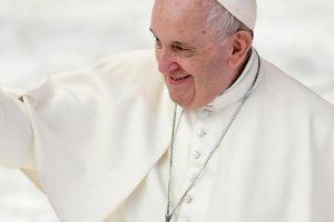 """Coppie gay, papa Francesco: """"Sì a legge sulle unioni civili"""""""