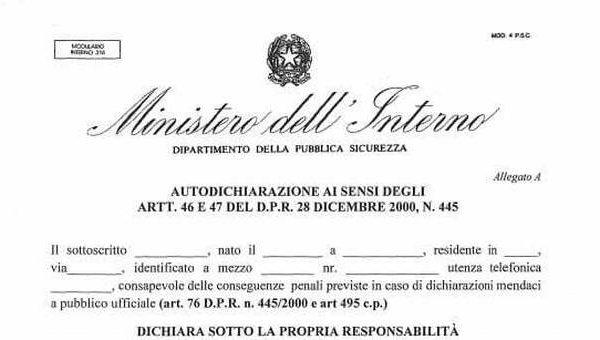 Coprifuoco in Lombardia, firmata l'ordinanza: autocertificazione per spostarsi. Verso lezioni da casa per le superiori