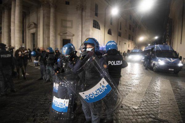 Covid, disordini durante protesta a Roma – Ultima Ora