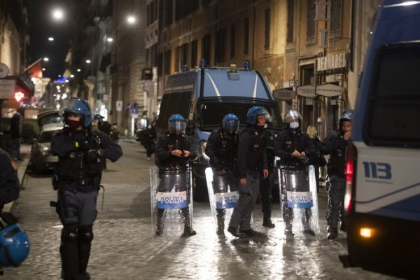 Covid: disordini durante protesta in centro Roma – Ultima Ora