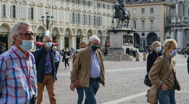 Covid, la mascherina va portata sempre con sé: indossata in prossimità di altre persone