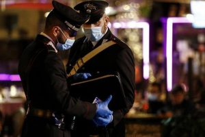 Livorno, sassaiola contro forze di polizia durante controlli anti Covid