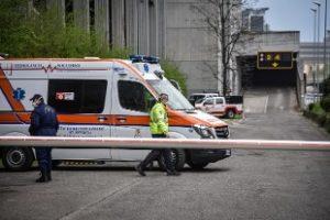 Milano: superati 150 ricoveri in terapia intensiva, riapre l'ospedale Covid in Fiera
