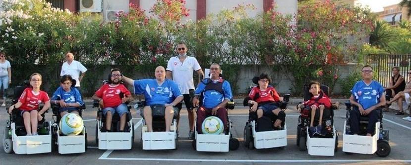 Gli atleti della Asd Oltre Sport presso il loro campo di allenamento a Trani