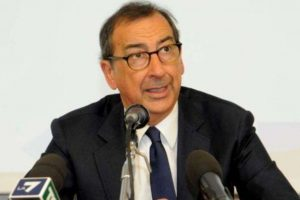 Sala: noi sindaci contrari a dad alle superiori Botta e risposta Azzollina-Fontana sulla chiusura delle secondarie