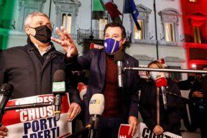 """Governo, Berlusconi: """"Crisi pericolosa per il Paese, Renzi vada fino in fondo"""""""