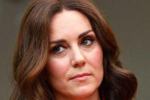 Kate Middleton sfida il dress code: indossa l'abito natalizio in tartan