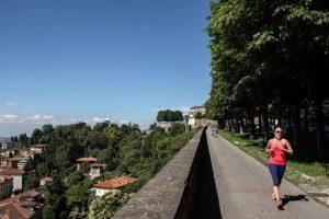 La Lombardia torna in arancione: come si può fare sport? Si può andare in un altro Comune?