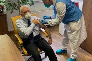 Lite furiosa Arcuri-De Luca sulla distribuzione del vaccino