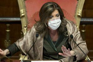 Senato, voto Ciampolillo. Casellati: «Votazione già chiusa». Poi chiede di vedere il video e riapre la chiama