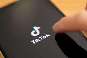 Siracusa, influencer di TikTok denunciata per istigazione al suicidio