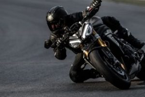 Speed Triple 1200 RS, la nuova hypernaked di Triumph