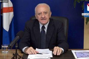 Vaccini, lite tra il commissario Arcuri e il presidente campano De Luca