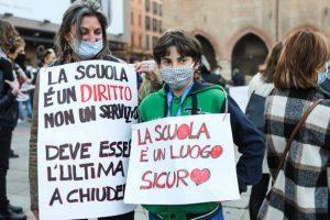 Bologna arancione scuro: scuole, spostamenti e sport. La guida ai divieti