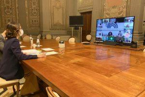 Incontro Governo-Regioni: Gelmini, chiusure posticipate al lunedì domani la bozza del Dpcm – Politica