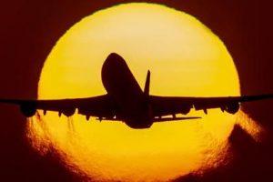 Mosca, atterraggio d'emergenza per un Boeing 777: nuovo guasto a un motore