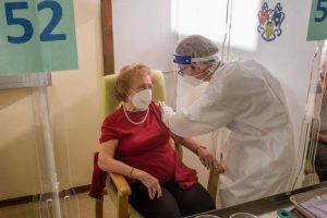 Vaccino Covid in Italia, 19 milioni di dosi al mese con la Protezione Civile