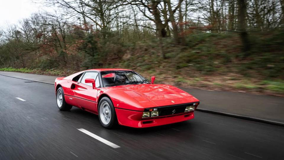 Le auto italiane più iconiche con motore V8: la Ferrari 288 GTO