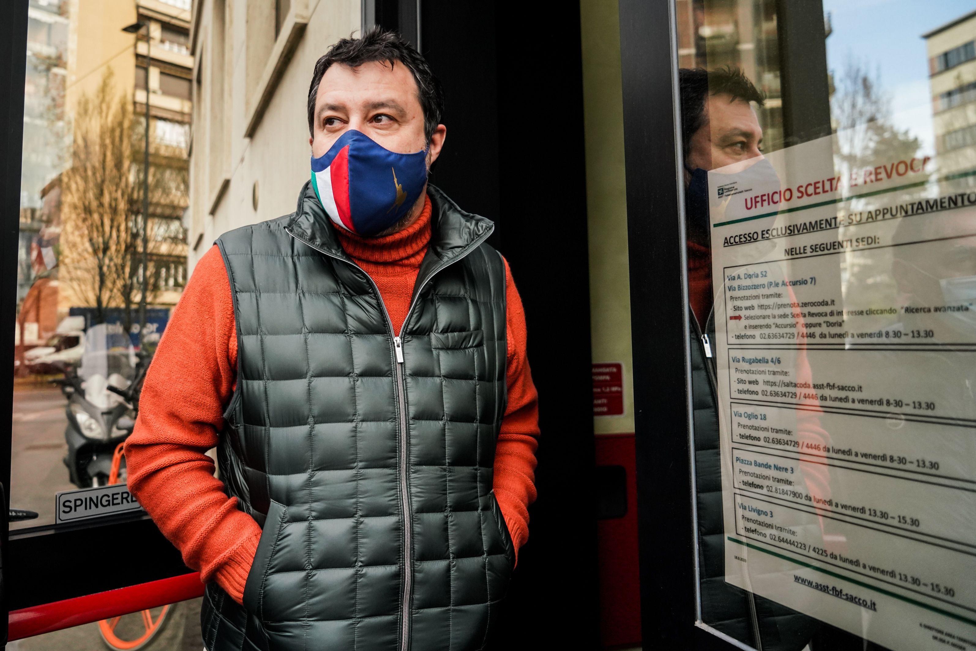 22/03/2021 Milano, il leader della Lega Matteo Salvini dona sangue