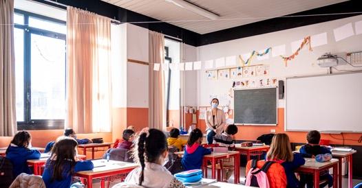 Scuola, lo stop ai vaccini agli insegnanti che non hanno ancora ricevuto la prima dose
