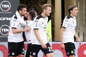 Spezia-Crotone 3-2, gol e highlights: incredibile rimonta di Italiano nel finale