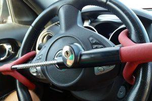 Come funziona il bloccasterzo dell'auto