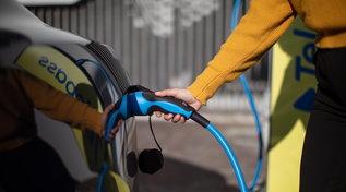 Mobilità sostenibile anche in auto: ecco come