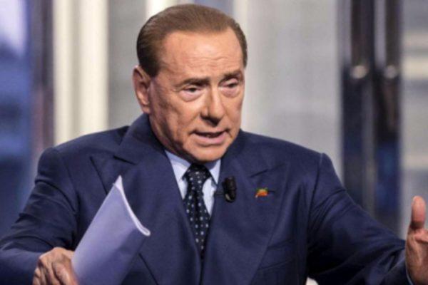 """Berlusconi: """"Serve una riforma fiscale, tetto massimo d'imposizione in Costituzione"""""""