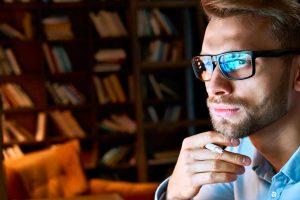 Come funzionano gli occhiali antiriflesso?