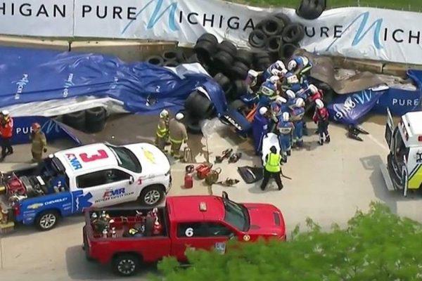 Indycar, Rosenqvist sbatte contro il muro a Detroit