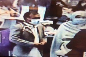 La scomparsa di Saman Abbas, le prime immagini dei genitori in fuga a Malpensa: la madre riconosciuta dalla…